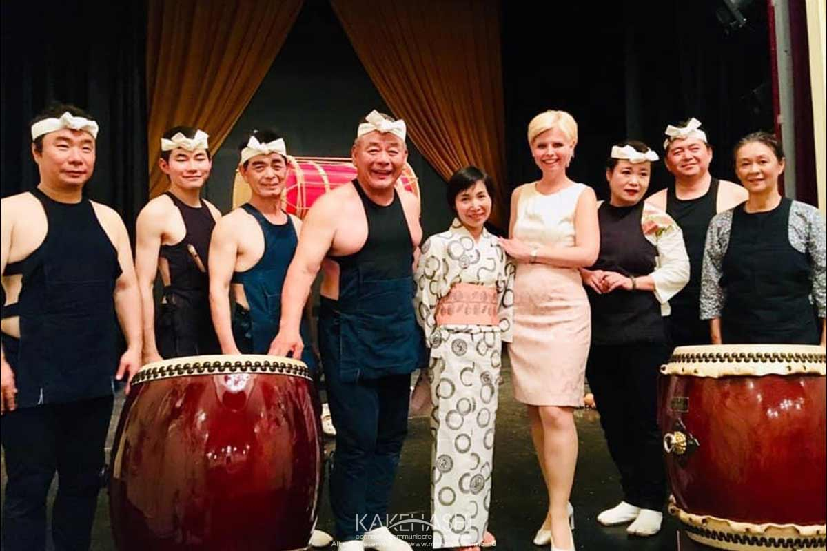 Translating on stage for Japanese taiko drum orchestra